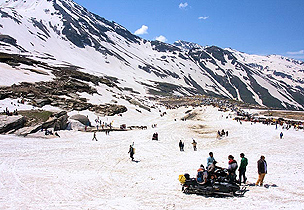 Partial relief for travellers visiting Rohtang Pass in Himachal