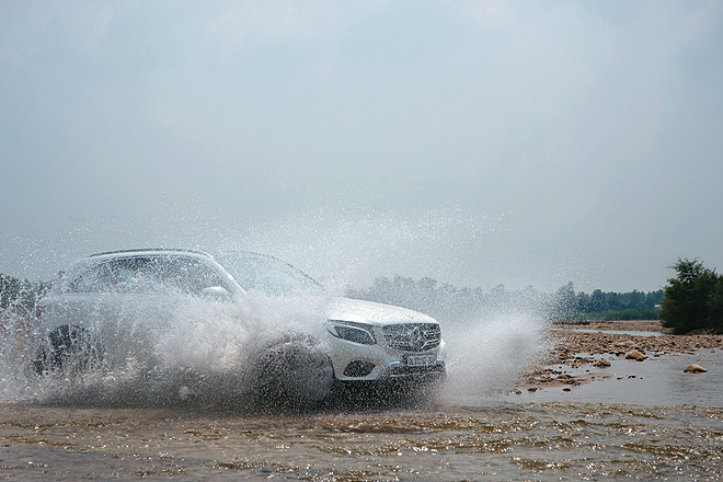 The SUV splashes river water with aplomb