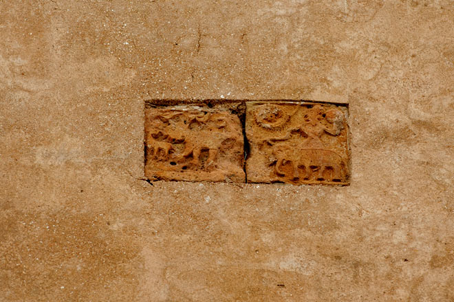 Small terracotta carvings on the Bhuvaneshwari Temple outside Udaipur
